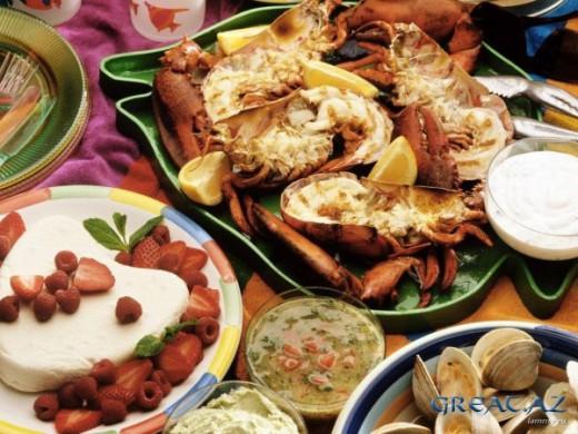 Ассорти из морепродуктов в соусе