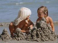 На пляже с ребёнком