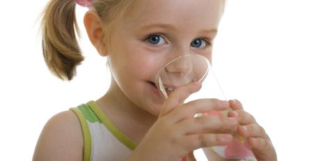 Плохо это или хорошо, если ребенок пьет много воды?