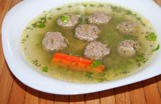 Суп с фрикадельками и горохом по-азербайджански