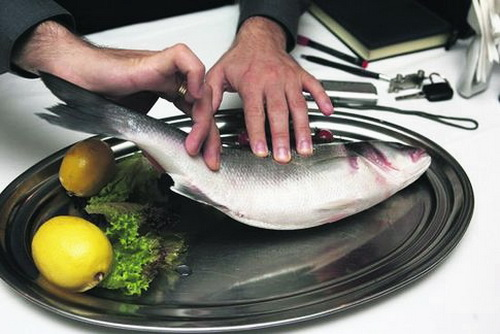 Как определить свежую рыбу?